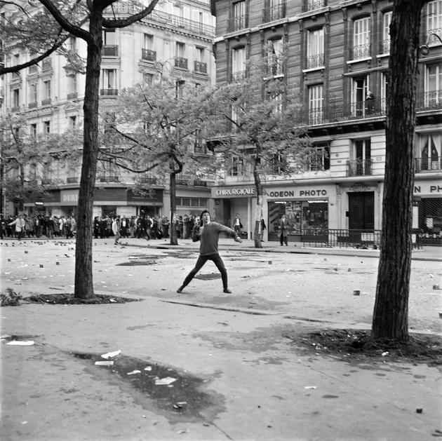 Affrontements entre les étudiants et la police le 6 mai 1968 boulevard Saint Germain à Paris