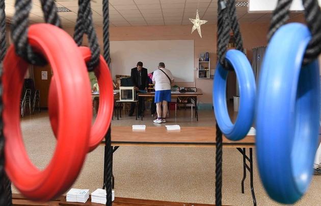 Macron obtiendrait une majorité absolue — Élections législatives françaises
