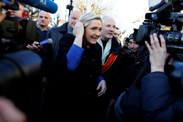 Marine Le Pen, candidate Front national à la présidentielle, le 6 janvier 2016 à Ecouis dans l'Eure
