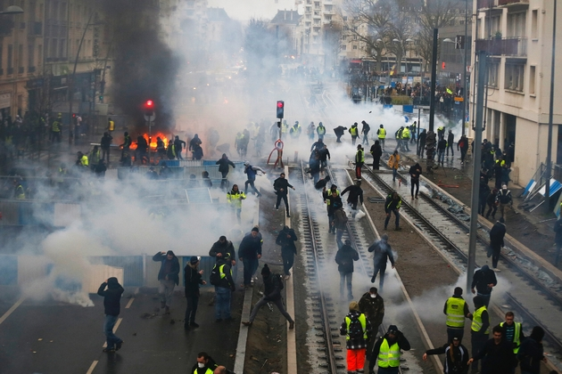 """Heurts entre """"gilets jaunes"""" et policiers, le 12 janvier 2019 à Caen"""
