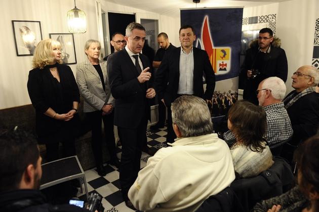 Le sénateur FN Stéphane Ravier, maire du 7e arrondissement de Marseille, lors d'une galette des rois partagée avec des militants le 28 janvier 2017 à Marseille