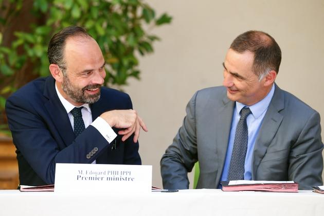 Le Premier ministre Edouard Philippe (g) et le président du Conseil exécutif de Corse Gilles Simeoni, le 3 juillet 2019 à Bastia, en Corse