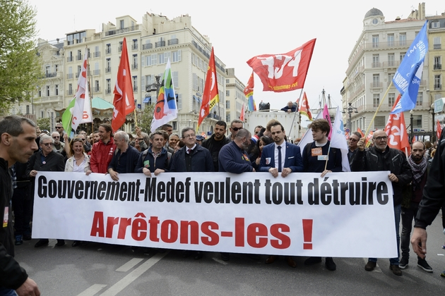 Manifestation à Marseille contre la politique du président Emmanuel Macron, le 14 avril 2018, en présence notamment du député des Bouches-du-Rhône Jean-Luc Mélenchon (La France insoumise) et de l'ancien candidat à la présidentielle Philippe Poutou (NPA)