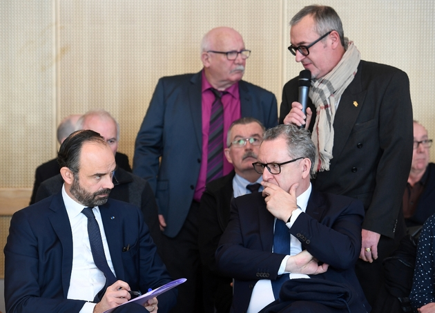 Le Premier ministre Edouard Philippe en déplacement à Plomodiern (Finistère) avec le président de l'Assemblée nationale, Richard Ferrand, député LREM de la circonscription, le 15 février 2019