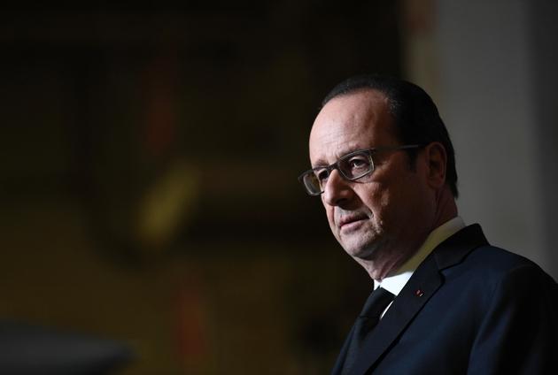 François Hollande s'exprime à bord du porte-avions Charles-de-Gaulle en Méditerranée orientale, le 9 décembre 2016