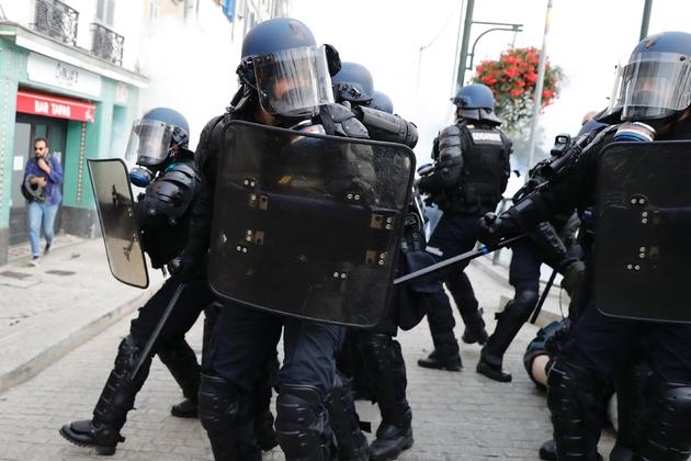 Des gendarmes lors d'une manifestation, le 24 août 2019 à Bayonne, dans le sud-ouest de la France