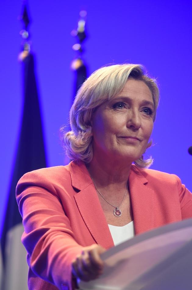 Marine Le Pen à la tribune lors de la Fête du drapeau du RN, le 23 septembre 2018 à Mantes-la-Ville