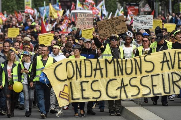 """Des """"gilets jaunes"""" manifestent le 1er mai 2019 à Nantes"""