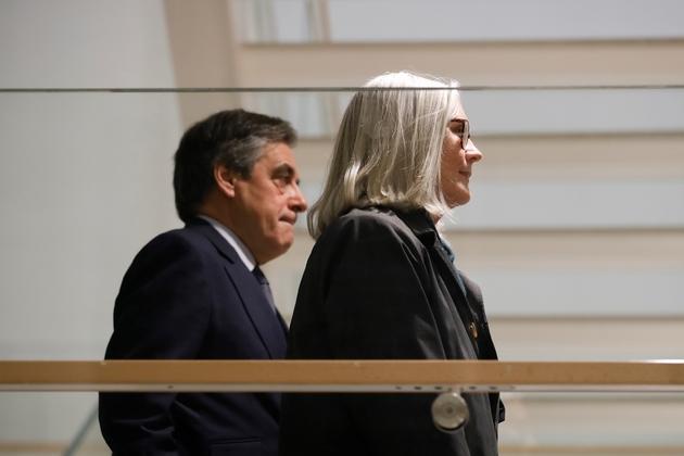 L'ancien Premier ministre François Fillon et son épouse Penelope arrivent au tribunal, le 10 mars 2020 à Paris