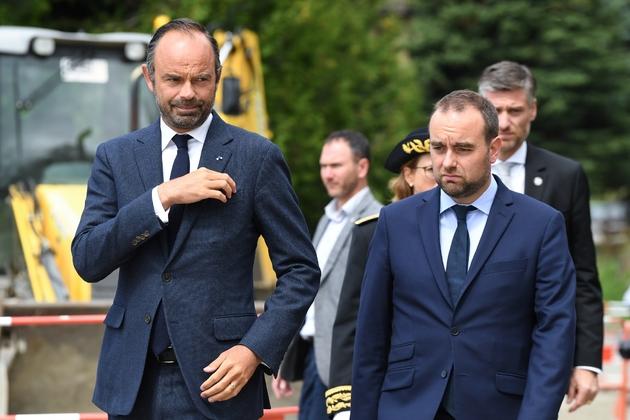 Le Premier ministre français Edouard Philippe et le secrétaire d'Etat Sébastien Lecornu, le 29 août 2018 à Chaillol dans les Hautes-Alpes