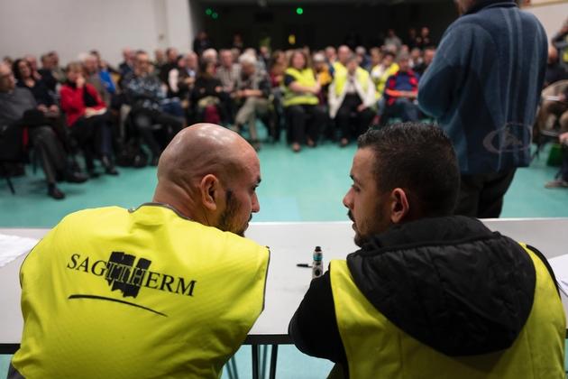"""Des """"gilets jaunes"""" lors d'une """"assemblée citoyenne"""" à Ternay (Rhône) le 22 janvier 2019"""