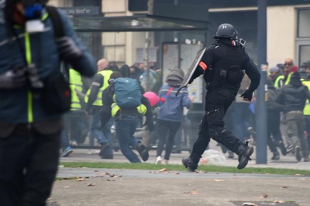 Heurts entre manifestants et forces de l'ordre à Toulouse, le 15 décembre 2018