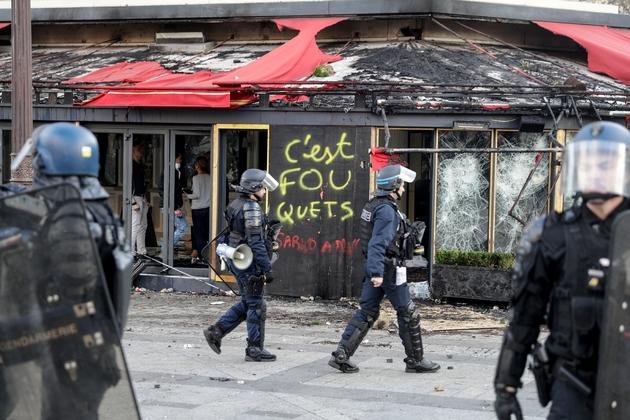 """Le Fouquets', restaurant huppé, a été pris pour cible lors de la manifestation des """"gilets jaunes"""", le 16 mars 2019 à Paris"""