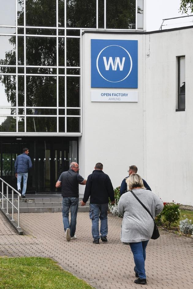 Des salariés de WN, repreneur de l'usine Whirlpool placé en redressement judiciaire, sur le site industriel d'Amiens le 29 mai 2019