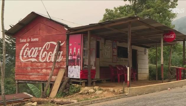 Au Mexique le long des routes les échoppes sont repeintes aux couleurs de Coca-Cola