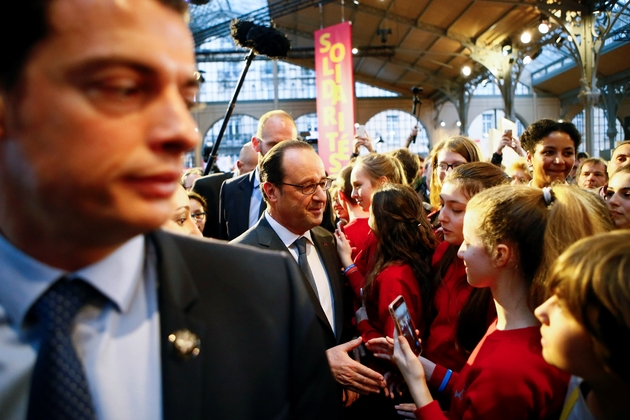 "François Hollande lors d'une visite  au forum ""La France s'engage"" le 15 janvier 2017 à Paris"