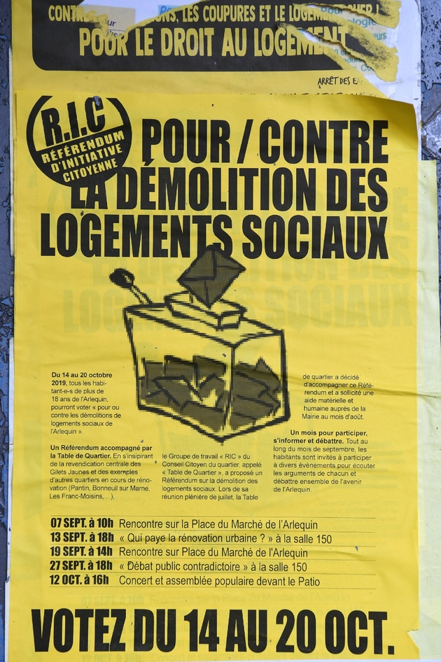 Une affiche sur le Référendum d'initiative citoyenne (RIC) organisé du 14 au 20 octobre 2019 dans un quartier de Grenoble pour tenter d'empêcher la démolition partielle de la galerie de l'Arlequin