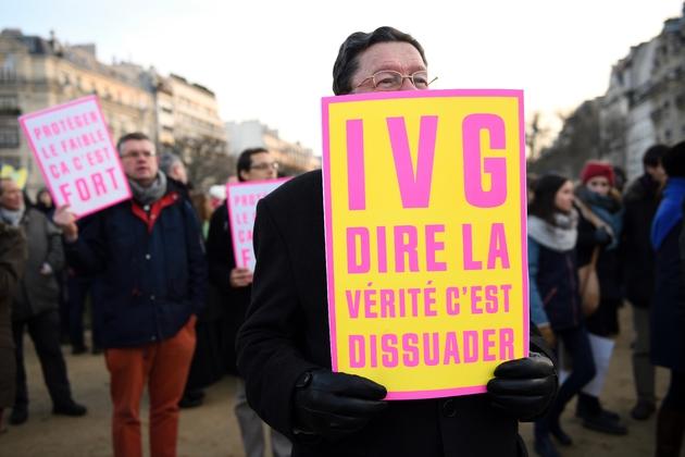 Manifestation contre l'avortement et contre le délit d'entrave visant certains sites d'information sur l'IVG, à Paris le 22 janvier 2017