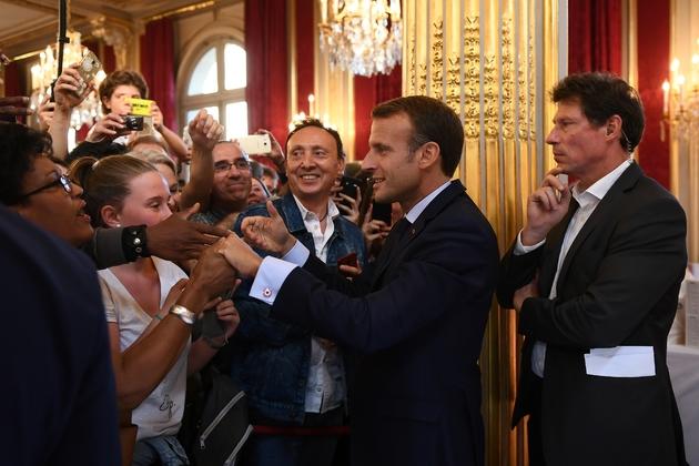 La président Emmanuel Macron a passé près de trois heures avec les curieux venus visiter l'Elysée, le 15 septembre 2018 lors des Journées européennes du patrimoine.