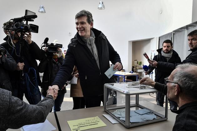 Arnaud Montebourg, candidat à la primaire du PS vote à Montret, en France, le 22 janvier 2017