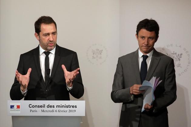 Le ministre de l'Intérieur Christophe Castaner et le porte-parole du gouvernement Benjamin Griveaux donnent un point presse à l'Elysée, le 6 février 2019