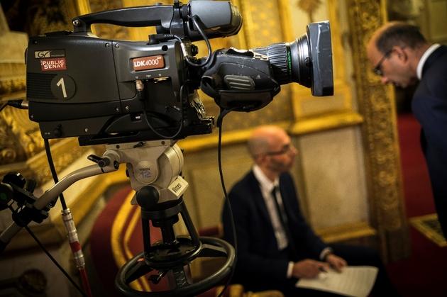 Une caméra de la chaîne Public Sénat au Palais du Luxembourg, le 8 novembre 2016 à Paris