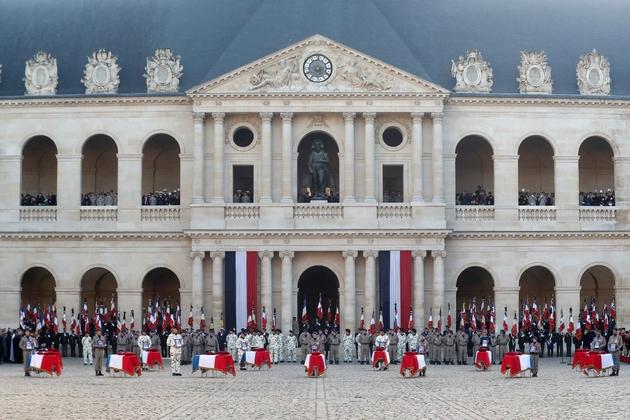 Hommage national aux treize soldats français tués au Mali dans la cour des Invalides à Paris, le 2 décembre 2019