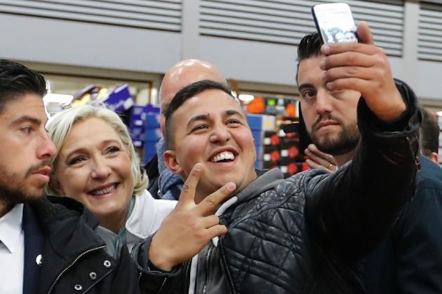 Des débuts de campagne pour le second tour délicats — Macron-Le Pen