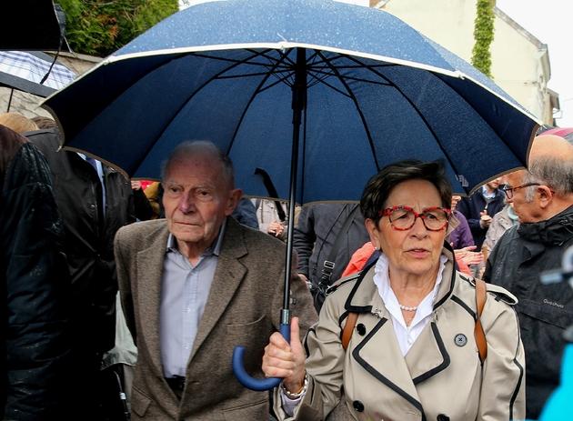 Les parents de Vincent Lambert, Pierre et Viviane Lambert, devant à l'hôpital Sébastopol, le 19 mai 2019 à Reims
