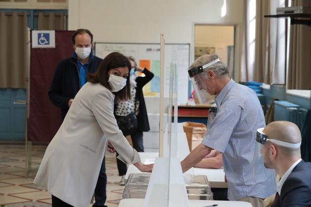 La maire de Paris Anne Hidalgo vote au second tour des municipales, le 28 juin 2020 à l'Hôtel de Ville de Paris
