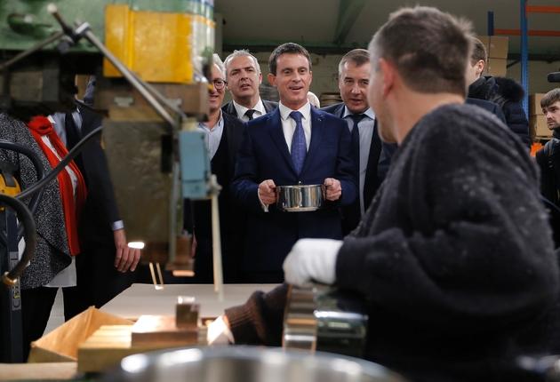 Manuel Valls (c), candidat à la primaire socialiste, le 7 décembre 2016 à Fesches-le-Châtel dans le Doubs