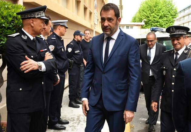 Le ministre de l'Intérieur lors de'une visite à Toulon avec son secrétaire d'Etat Laurent Nuñez, le 3 mai 2019