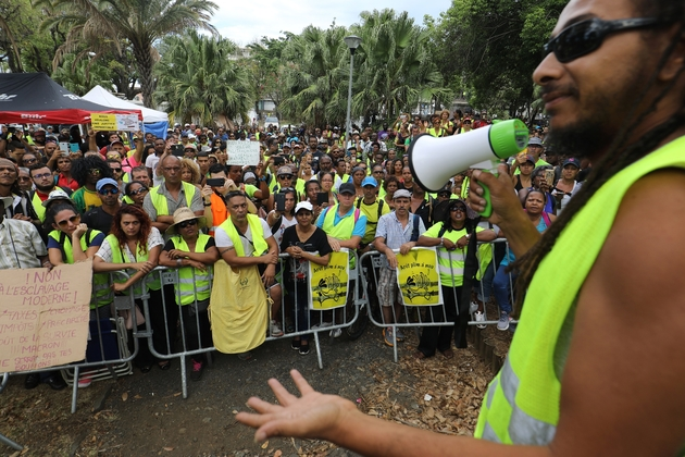 """Manifestation de """"gilets jaunes"""" pendant la visite de la ministre des Outremer, Annick Girardin,à Sainte-Marie, le 28 novembre 2018"""