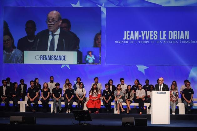 Le ministre des Affaires étrangères Jean-Yves Le Drian s'exprime lors d'un meeting de campagne à la Mutualité à Paris le 24 mai 2019