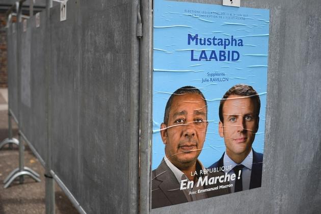 Un panneau électoral LREM avec Mustapha Laabid, candidat aux élections législatives à Bruz (Ille-et-Vilaine), le 30 mai 2017