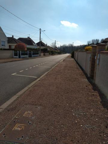 rue déserte dans l'Oise
