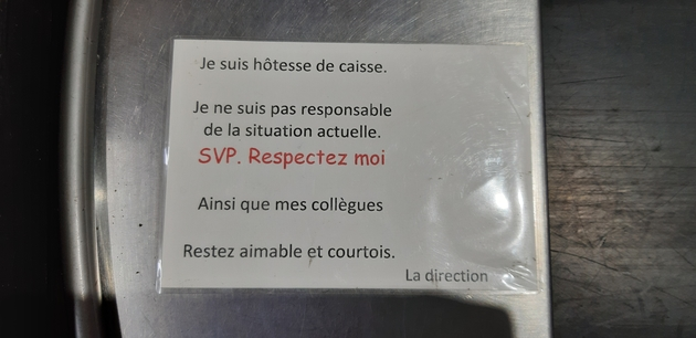 je_suis_hotesse_de_caisse_respectez-moi.jpg