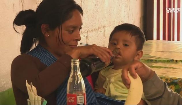 Les mères donnent du Coca cola à leurs enfants dés le plus jeune âge