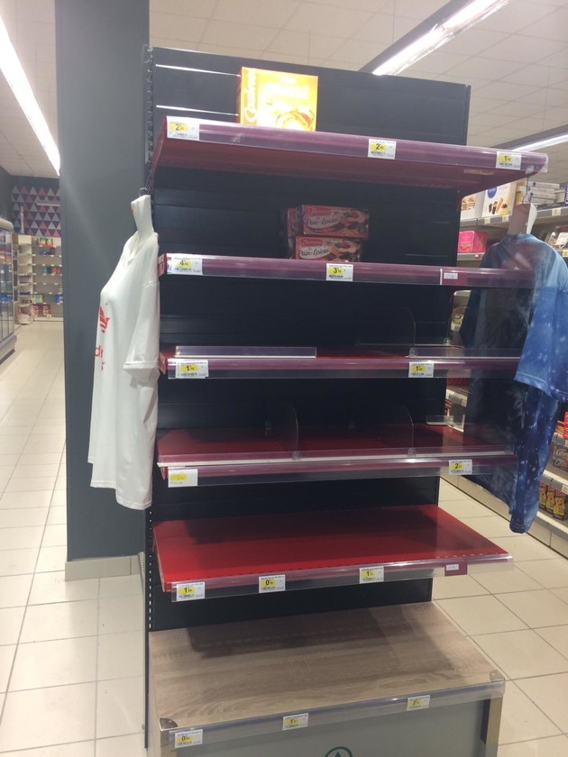 Tête de rayon vide au supermarché à Hérimoncourt