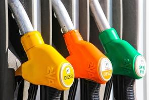 Station avec pompes des carburants