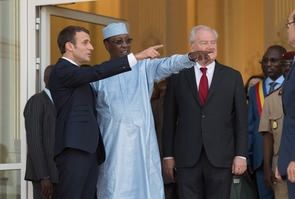 N'Djamena: Deby and Macron during a press conference