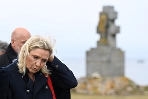 Marine Le Pen à l'Ile de Sein