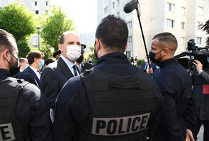 Jean Castex est en visite au commissariat de police de Saint-Denis pour rencontrer les acteurs de la lutte contre les trafics de stupefiant