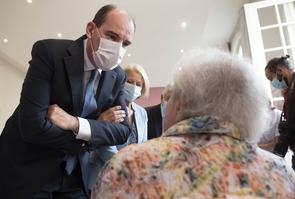 """Le premier ministre visite les residents de l'EHPAD """" Maison Ferrari """" a Clamart"""