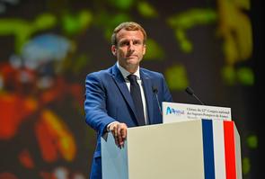 Le President de la Republique Emmanuel Macron en deplacement a Marseille a la cloture du 127eme Congres National des Sapeurs Pompiers de France au parc Chanot